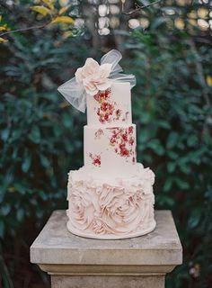 花嫁とおそろい♡ウェディングケーキをベールでドレスアップしたらとっても可愛いの、知ってる?にて紹介している画像