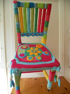 Crochet covered chair...W.O.W ... my cats would leave their marks all over this, but I'd love one!