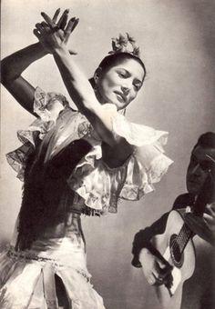 Carmen Amaya (1913-1963) fue una bailaora y cantaora de flamenco española de origen gitano.