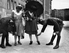Original Berlin photo showing Police stopping and checking two young ladies to see if their dresses are not too short. Berlin Not a flapper in sight, no knees, defenitely no thighs. Vintage Pictures, Old Pictures, Old Photos, Greece Pictures, Vintage Ideas, Berlin Photos, Cool Stuff, Roaring Twenties, Flappers