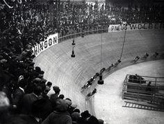 photo 1920   une course de velo à Paris