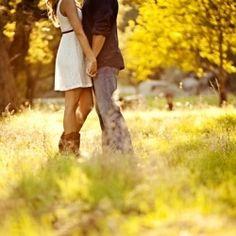outdoor engagement pics wedding