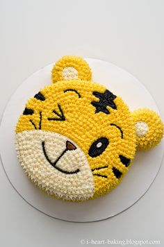 Brighten up your celebrations with this awesome tiger cake – 10 Adorable Animal Cakes Part 2 Tiger Cake, Decoration Patisserie, Gateaux Cake, Animal Cakes, Character Cakes, Cake Decorating Techniques, Decorating Tips, Buttercream Cake, Cute Cakes