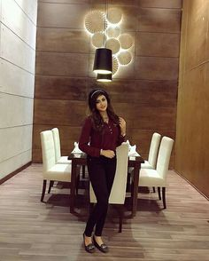 Amazing Dp, College Looks, Saree Poses, Suit Accessories, Teen Girl Outfits, Girly Pictures, Date Outfits, Bollywood Actors, Indian Designer Wear