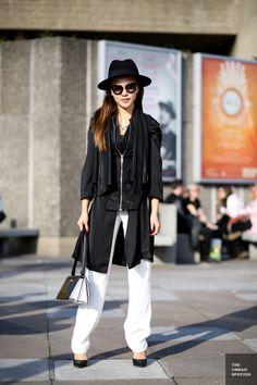 B/W:  black-  upper half;  white-  bottom half; handbag- in perfect B/W combination ...  (image from urbanspotter)
