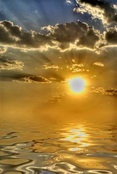 Navegando hacia el sol / Sailing to the sun by risquillo