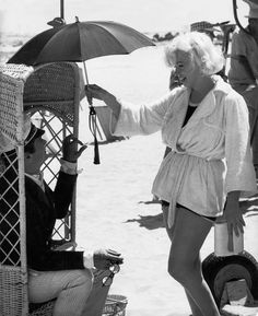 Behind the scenes of Some Like It Hot. Incidentally one of my favorite movies ever.
