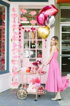 Party Planning: A Red & Pink Lip-Themed Galentine's Get Together - Lauren Conrad If this doesn't get you in the Valentine's spirit… Valentines Day Decorations, Valentines Day Party, Be My Valentine, Valentine Gifts, Valentine's Day Quotes, Diy Craft Projects, Her Wallpaper, Festa Party, Party Decoration
