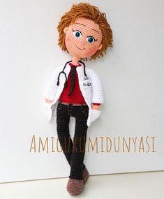 En yakışıklı doktor bizim doktor . . . #doktor #örgüdoktor #doctor #amigurumidoktor #hediye #doğumgünü #minik #minyatür #tıp #kişiyeözel #amigurumi #amiguis #toys #dolls #örgübebek #oyun #oyuncak #oyunarkadaşı #tasarım Knitted Dolls, Crochet Dolls, Knit Crochet, Crochet Flower Tutorial, Crochet Flowers, Crochet Stitches, Crochet Patterns, Boy Doll, Soft Dolls