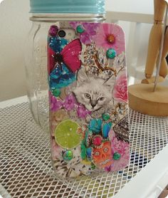 Decoupage is an easy and enjoyable way to decorate pretty much anything with a flat surface. That's why it is perfect to decorate phone cases.