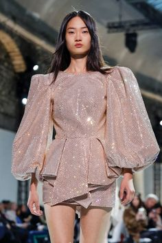 NOWFASHION: Real Time Fashion News, Photography Streaming and Live Fashion Shows Online Fashion, Fashion 2020, Fashion Models, Fashion Trends, Fashion News, Fashion Stores, Outfits Casual, Mode Outfits, Fashion Outfits
