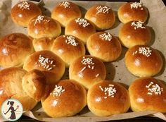 Brioche Morbidissime ricetta garantita e originale Soft Brioche is a guaranteed recipe, once you try it you won't leave it anymore, your children and even [. Bomboloni Recipe, Nutella, Croissant Recipe, Burger Buns, Italian Cookies, Biscuit Recipe, Sweet Cakes, Everyday Food, Sweet Bread