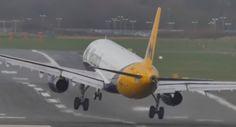 Aterrizajes de infarto y un viaje por Europa en la cabina del piloto [Vídeos]  Vehículos aviones curiosidad video