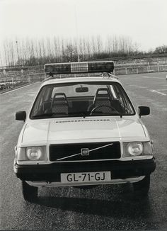 Volvo 343 - Dutch 'politie' Police Vehicles, Emergency Vehicles, Police Cars, Volvo Cars, Auto Service, Vintage Pictures, Cops, Motor Car, Concept Cars