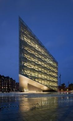 The Crystal/Denmark/schmidt hammer lassen architects/photo: Adam Mørk. Arch Building, Building Exterior, A As Architecture, Contemporary Architecture, Renzo Piano, Amazing Buildings, Modern Buildings, Office Buildings, Interesting Buildings