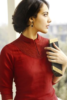 #linen #tunic in #deep #rich red, spells sophistication.