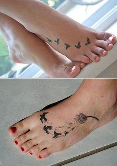 exemplo de tatuagem no pé feminina delicada