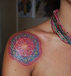 Mandalas gehören zu den coolsten geometrischen Formen überhaupt. Hier haben wir eine große Auswahl unserer schönsten Tattoo-Motive zu diesem Thema. In unserem Onlineshop haben wir das große Mandala-Buch für euch mit jeder Menge Infos zu Herkunft und Bedeutung und natürlich tonnenweise Tattoov…