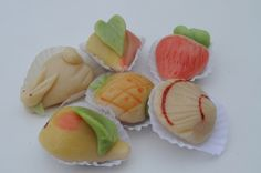Algarve is much more than gorgeous beaches and perfect weather. It is also delicious sweets made with eggs, almonds or figs. The most famous are the Dom Rodrigos. But the prettiest are doces finos (fine sweets) made with marzipan that only almonds from Algarve can produce.