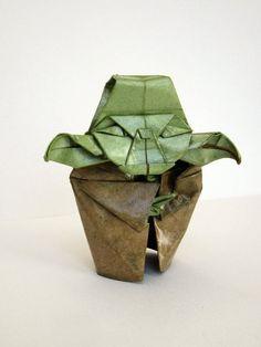 Papel + Friki = Yoda Origami. El 25 de mayo se celebra el día del #orgullofriki, y si estamos preparando algo no se me ocurre ...