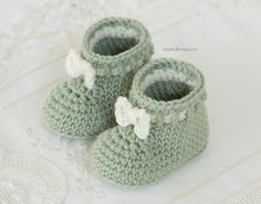 Mint Macaroon Baby Booties Crochet Pattern by Hopeful Honey Basic Crochet Stitches, Crochet Basics, Crochet Patterns For Beginners, Knitting Patterns, Hopeful Honey, Unique Crochet, Baby Sandals, Crochet Baby Booties, Crochet Projects