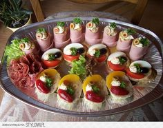Zimna płyta - Garnek.pl na Stylowi.pl Czech Recipes, Ethnic Recipes, My Favorite Food, Favorite Recipes, Appetizer Recipes, Appetizers, Food Decoration, Bruschetta, Catering