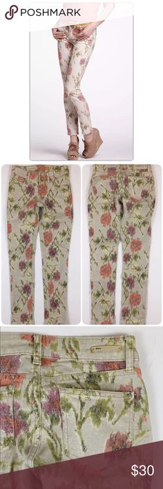"""Pilcro & the Letterpress Floral Jeans 26"""" x 29"""" Brand:  Pilcro and the Letterpress from Anthropologie Size:  Women's 26  These floral Pilcro jeans are in excellent pre-owned condition!  The perfect statement piece to your wardrobe.   5 Pocket styling Zipper and button closure Signature """"P"""" button and grommets Slim fit Leather """"Pilcro"""" patch on back right hip 99% Cotton, 1% Spandex Measurements 26"""" Waist 8.5"""" Mid-Rise 29"""" Inseam 6"""" Leg opening Anthropologie Jeans Skinny"""