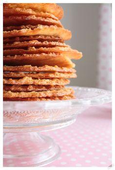 Suklaamarenki: Back to basics - Ihan parhaat kauralastut Oatmeal Lace Cookies, No Bake Cookies, Baking Cookies, Back To Basics, Cookie Jars, Margarita, Crackers, Cookie Recipes, Tea Party