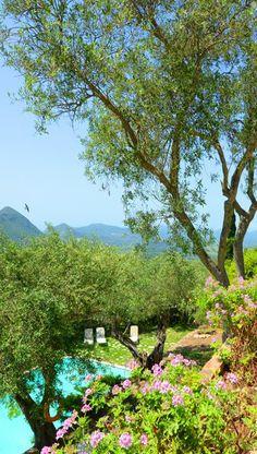 Dit romantische plekje midden in de natuur is te vinden op Corfu, Levant Hotel.