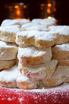 Kourabiedes Easy and Delicious Biscuit Cookies, Biscuit Recipe, Yummy Cookies, Greek Cookies, Almond Cookies, Amaretti Cookies, Christmas Biscuits, Oven Dishes, Christmas Sweets