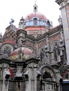 Iglesia, Oviedo, Asturias by Arnim Schulz, via Flickr