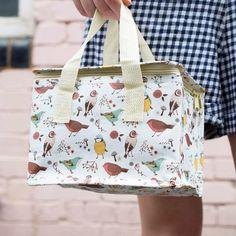 Ισοθερμική τσάντα με χαρούμενα σχέδια για την μεταφορά του φαγητού στο http://www.keepyourhousefresh.gr/home-accesories/bags/isothermikes-tsantes-fagitou.html