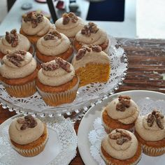 Pumpkin Cupcake with Spiced Buttercream and Candied Pecans (Gluten-free & Vegan) #vegan #pumpkin #recipe