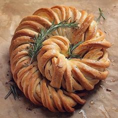 """Polubienia: 10.9 tys., komentarze: 108 – Bake from Scratch (@thebakefeed) na Instagramie: """"No plates needed, this #rosemary and olive oil braid is a divine example of traditional finger…"""""""