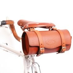 Cool bike bag. Wish I could bike places!