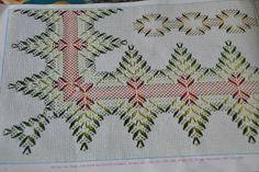 A ratitos perdidos: Semana del Punto Yugoslavo (1ª parte) Cross Stitch Charts, Cross Stitch Patterns, Free Swedish Weaving Patterns, Embroidery Stitches, Embroidery Patterns, Huck Towels, Swedish Embroidery, Monks Cloth, Weaving Projects
