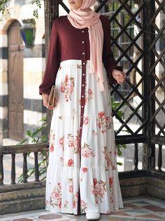 Printed Ruffled Buttoned Abaya Source by rahmathrahmathmarottickal fashion hijab Muslim Women Fashion, Arab Fashion, Islamic Fashion, Modest Dresses, Stylish Dresses, Fashion Dresses, Modesty Fashion, Moslem Fashion, Mode Abaya