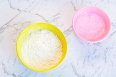 2 Ingredient Playdough - How to Make Cornstarch and Conditioner Playdough - Meraki Mother Projects t Homemade Conditioner, Homemade Shampoo, Face Scrub Homemade, Homemade Facials, Hair Conditioner, 2 Ingredient Playdough, Soft Playdough Recipe, Homemade Playdough, Science Experiments For Preschoolers