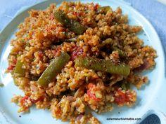 Bulgur with freekeh, green beans and red onions; Taze fasulyeli, firikli bulgur pilavi