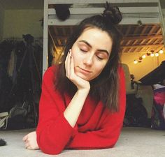Dodie Clark is lovely because she is so open minded and wonderful and in such a short time that I found her channel I love her oh so much. We have a lot of things in common and I can relate to her in a strange way and I love it. Toodles, Isa