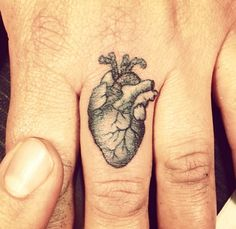 Riccardo Martinelli. #fingertattoos Small Tattoos With Meaning, Small Tattoos For Guys, Small Wrist Tattoos, Heart Tattoo On Finger, Finger Tattoo For Women, Heart Tattoos, Tatoos, Cool Henna Tattoos, Wedding Finger Tattoos