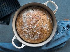 Eltefritt firkornsbrød (no-knead bread) - Kvardagsmat No Knead Bread, Latte, Nom Nom, Food And Drink, Scones, Baking, Bread Making, Patisserie, Backen