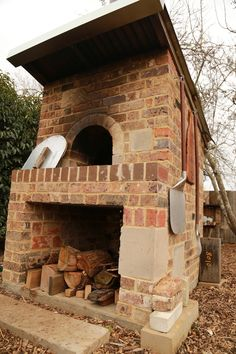 Outdoor Pizza oven with sandstone, sandstock and brick kiln bricks