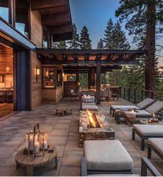 Favorite Modern Rustic Home Decor You Must Try 28 Mansion Interior, Luxury Homes Interior, Luxury Apartments, Luxury Houses, Modern Home Interior Design, Modern House Design, Cozy Family Rooms, Modern Rustic Homes, Design Case