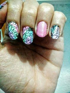 Unhas da semana, muitas rosas e a filha unica um rosinha bem delicado. #nailart #nails #nailstamping #stamping