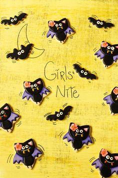 Simple Bat Cookies for Halloween- Girl bats www.thebearfoootbaker.com… Lisa's bats are so cute! :-D