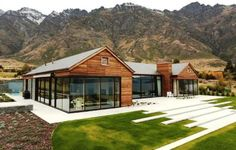 Red Dwarf - Central Heating - House of the Year - Queenstown Mountain Home Exterior, Mountain House Plans, Scandinavian Architecture, Architecture Design, Modern Barn House, New Zealand Houses, Facade House, House Exteriors, Container House Design