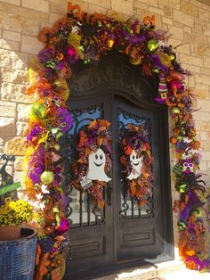Halloween Front Door Decorations, Halloween Front Doors, Halloween Garland, Halloween Magic, Halloween Trees, Halloween Crafts For Kids, Outdoor Halloween, Halloween Projects, Holidays Halloween