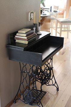 Verander een oud naaimachine onderstel in een klein bureautje!
