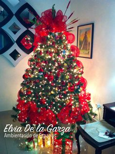 Pino decorado en colores rojo verde y dorado navidad - Decoracion de arboles navidenos para ninos ...